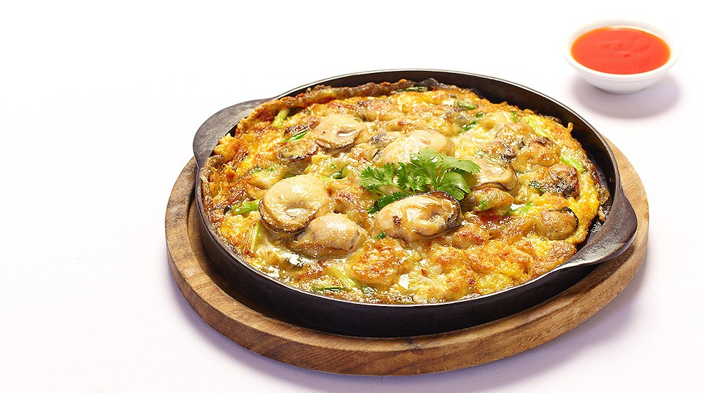 Fried Oyster Omelette on Sizzlling Hot Plate